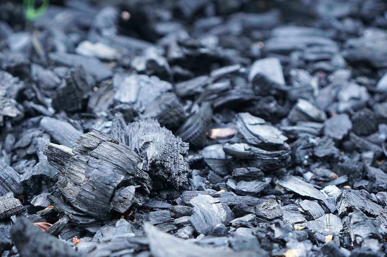 Czarny galenit i węgiel – kosmetyk z przed lat