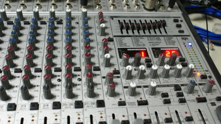 Sprzęt audio dla dja, wszystko co powinieneś wiedzieć?